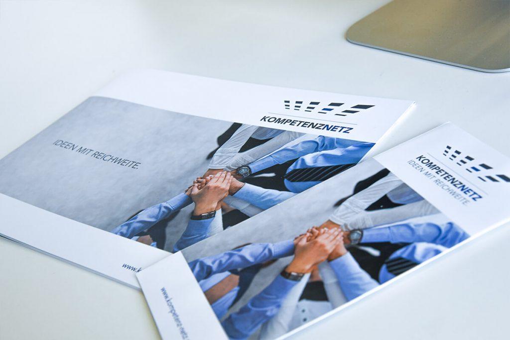 Kompetenznetz Broschüre und Flyer