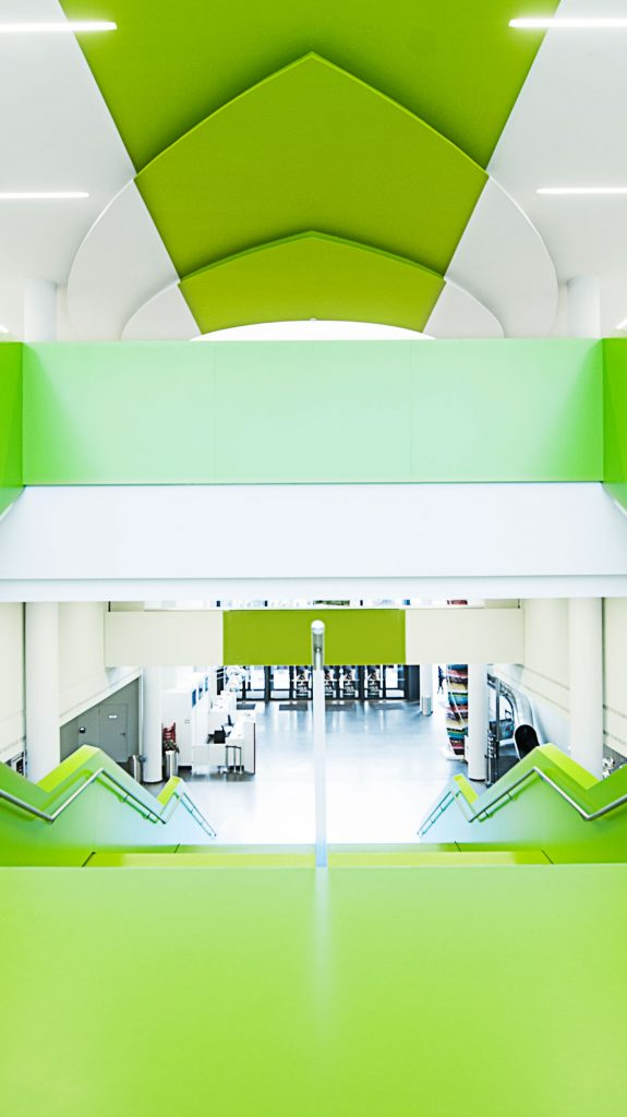 Cinemaxx grüne Treppe Architektur