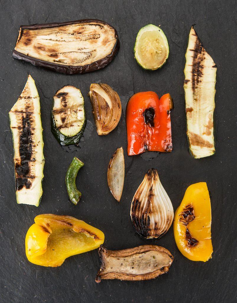 Gebratene Auberginen, Zucchini, Paprika und Zwiebeln