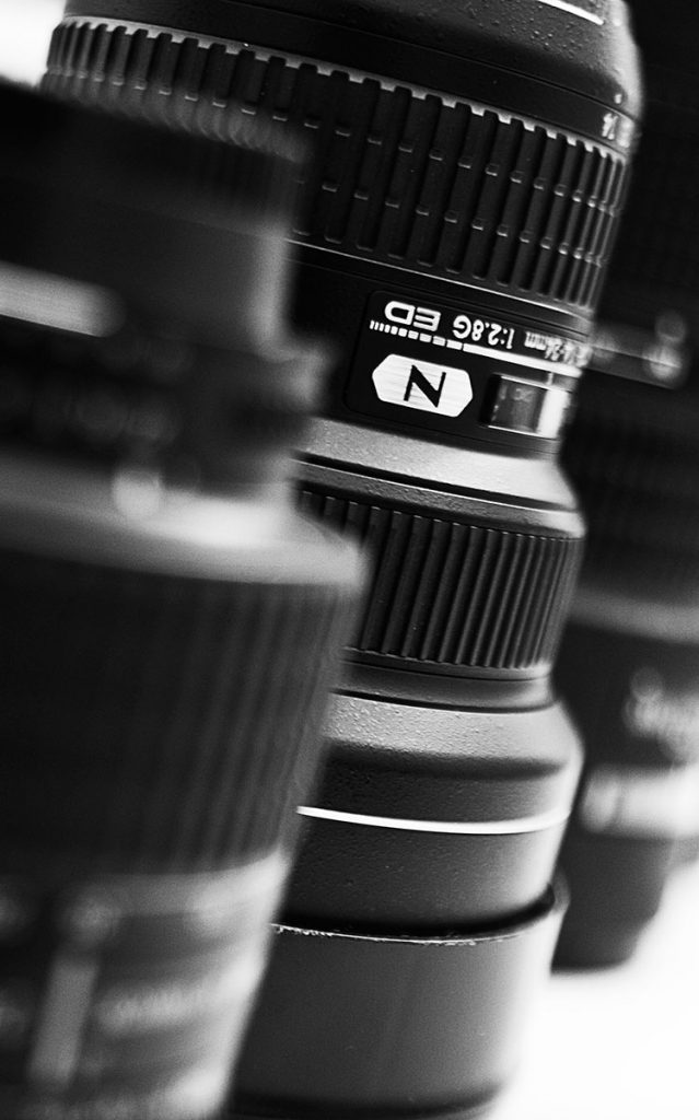 Kameraobjektive in schwarz/weiß