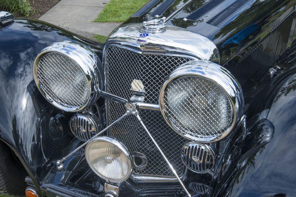 Kühlergrill und -figur SS Car Club
